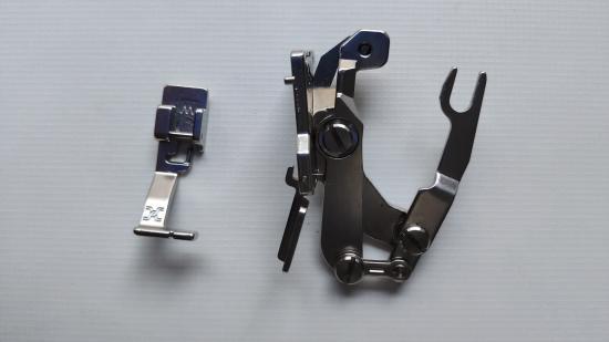 Краєобметочна лапка для швейних машин JAGUAR, з одночасною підрізкою ниток.